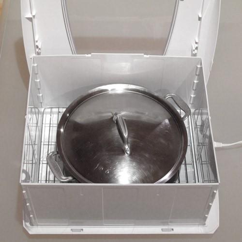 Kultivierender Joghurt in einem großen Behälter